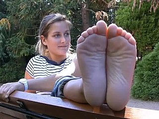 cute-blonde-nude-bare-feet